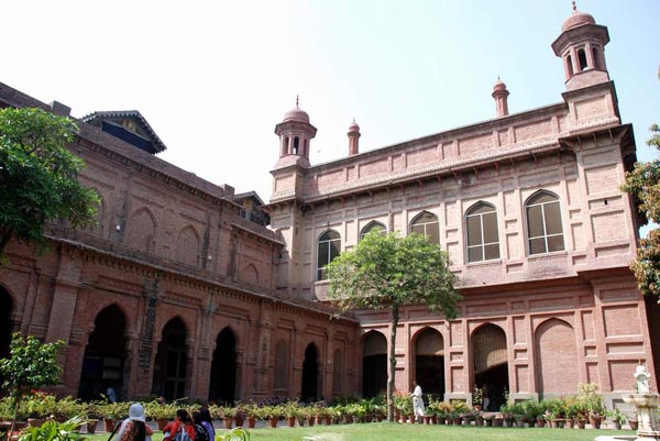 Arts_College_Lahore_0